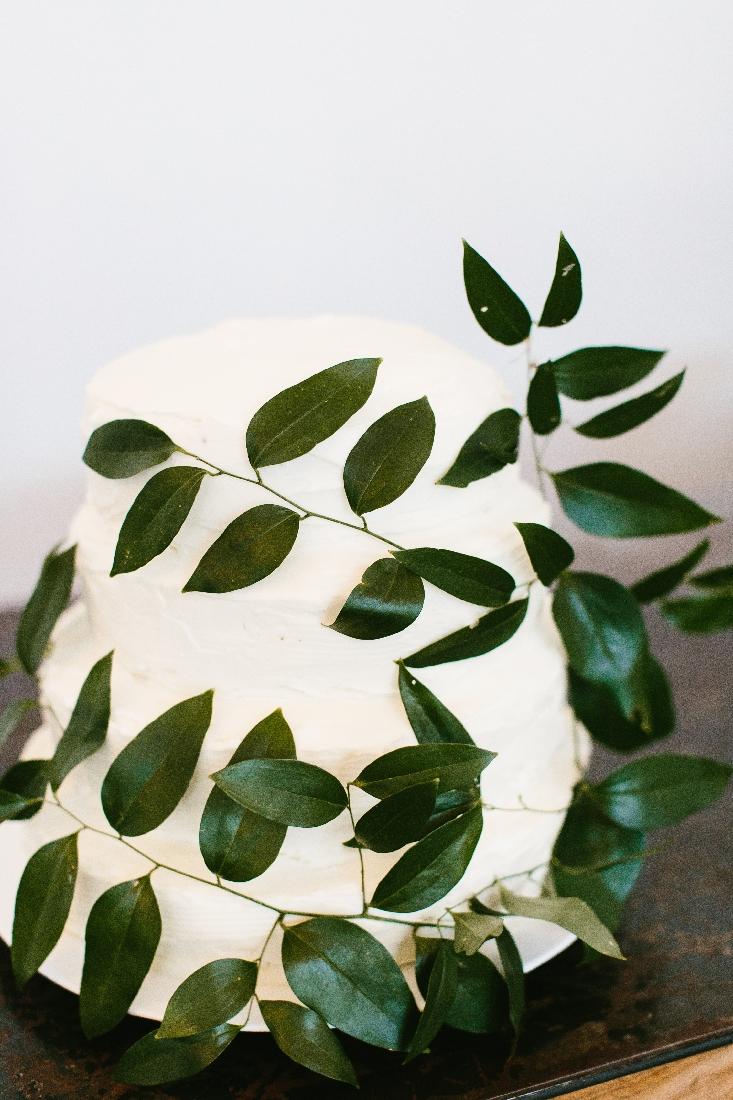 wedding cake greenery.jpeg