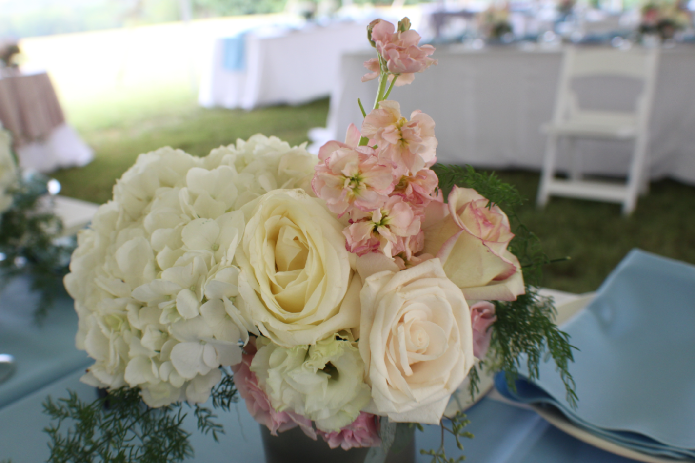 blush white centerpiece flowers.png