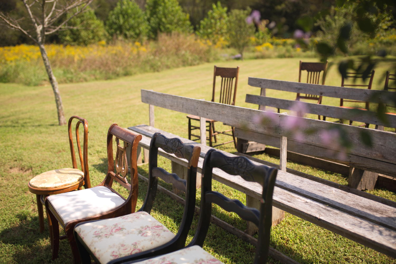 mismatched ceremony chairs.jpg