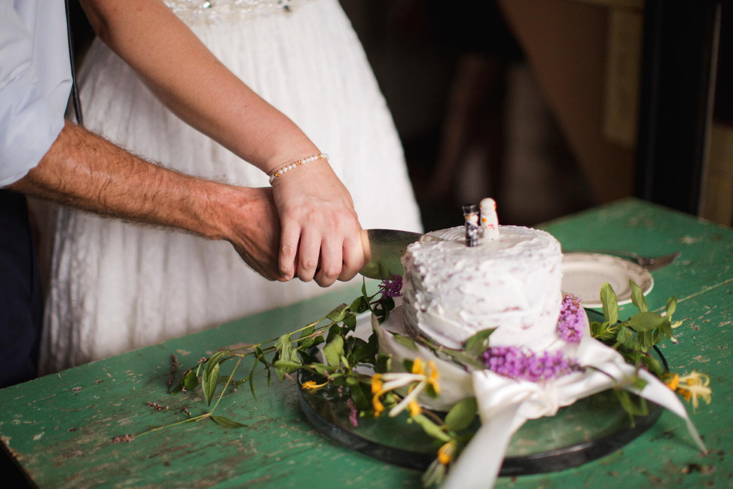 bride groom cutting wedding cake.jpg