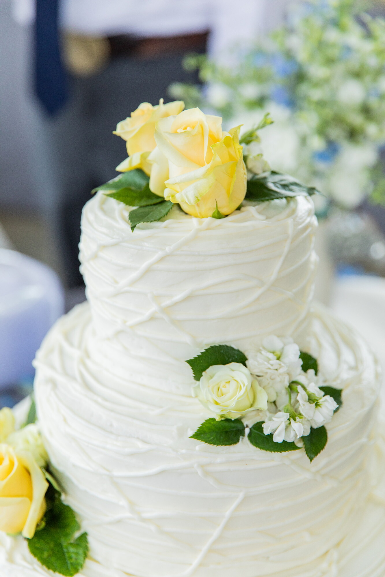 simple cake yellow roses(1).jpeg