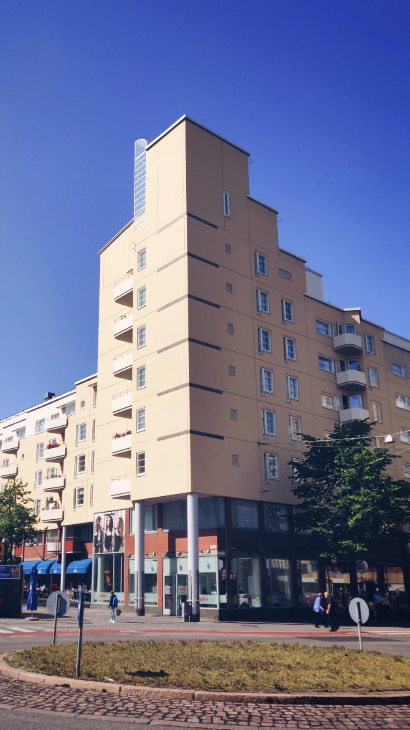 Toimistomme sijaitsee Helsingin Kampissa, osoitteessa Runeberginkatu 4a C 9, 00100 Helsinki.