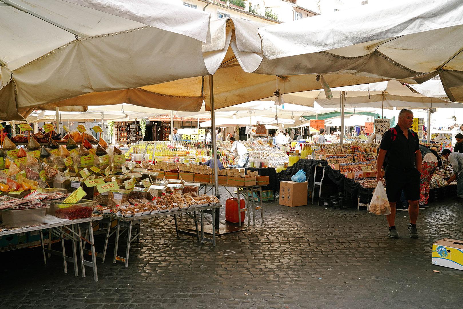 Market at Piazza Campo de'Fiori