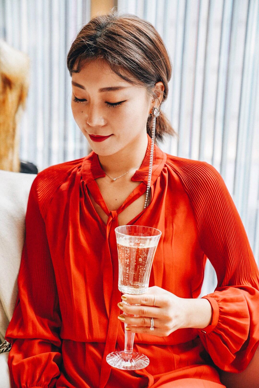 Wearing:   Lauren Ralph Lauren Dress ,  Katenkelly Earrings