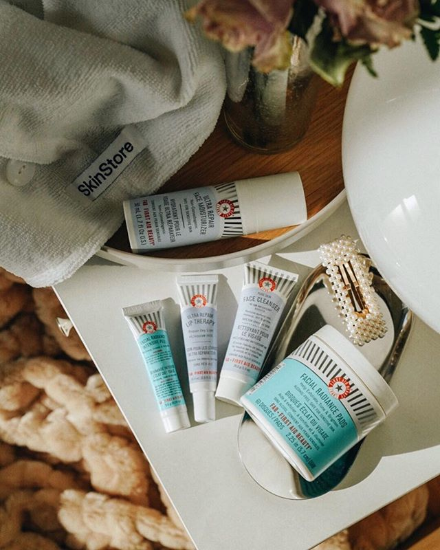 Happy International Women's Day! I have partnered with @skinstore to celebrate all the great women out there (yes, you!) by hosting a GIVEAWAY of gorgeous skincare products by @firstaidbeauty, which was also founded by amazing lady boss. Skincare is a big part of my daily routine, and First Aid Beauty is the perfect new addition to my daily essentials, offering a wide range of products to create your own skincare routine that meets your skincare needs. I love the smooth-texture feeling after I wash my face with their Cleanser! The products shown will not be the exact prize to win, but will be a regimen from First-Aid Beauty, so be ready to get a pleasant surprise.  HOW TO ENTER: 1.  Follow @skinstore and @firstaidbeauty  2. Tag @skinstore and @firstaidbeauty by adding a comment to this post! 3. US entries only  Giveaway ends next Monday 3/11, so don't miss your chance to win! Thank you for participating, Good Luck 😉