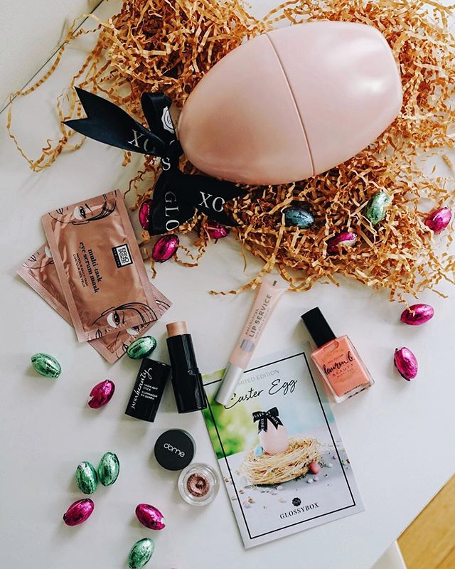 Easter came early with a pretty little bow tied @glossybox_us pink easter egg, filled with goodies 🐣🎀🍬 Pretty me till Easter! #GlossyEggstravaganza