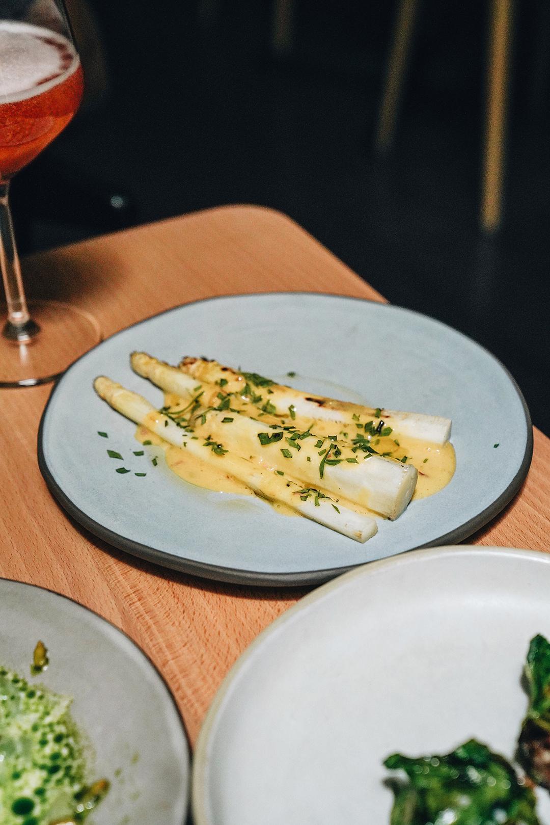 White asparagus, spring garlic aioli & summer savoury