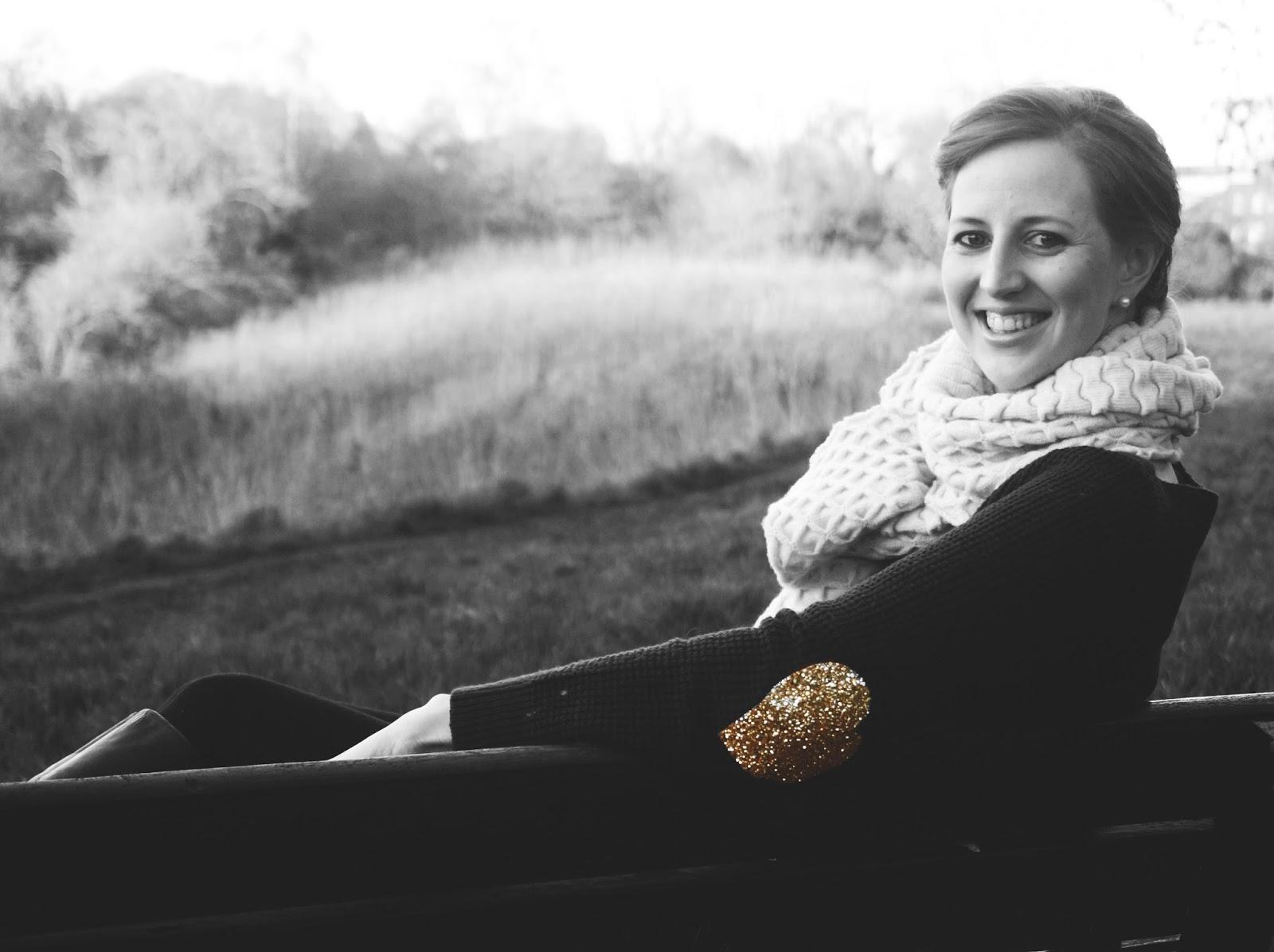 meg-made: Gold glitter heart elbow pads