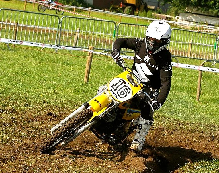 Geert racing his Suzuki RM125