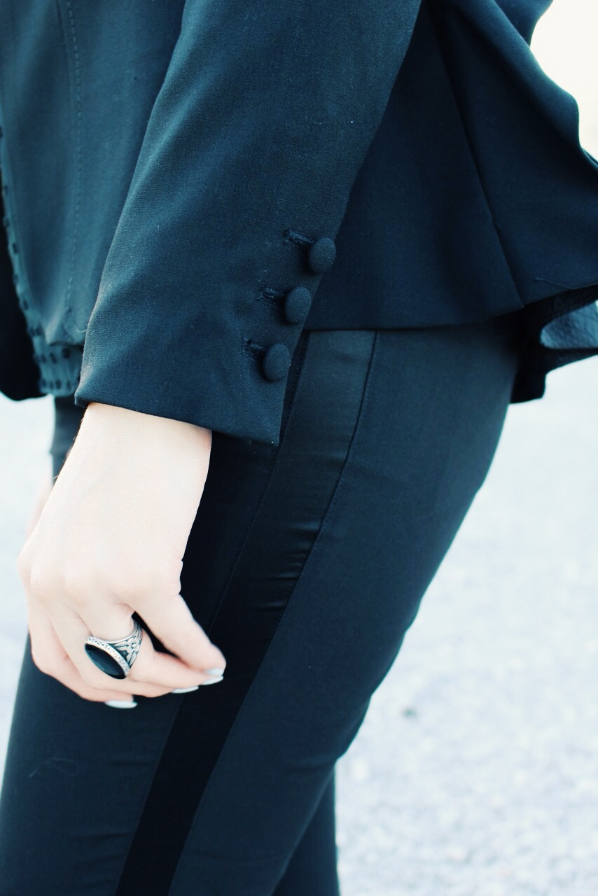 Pretty is in the details. I kept my jewelry minimal with this bold black onyx-esque ring from Target.