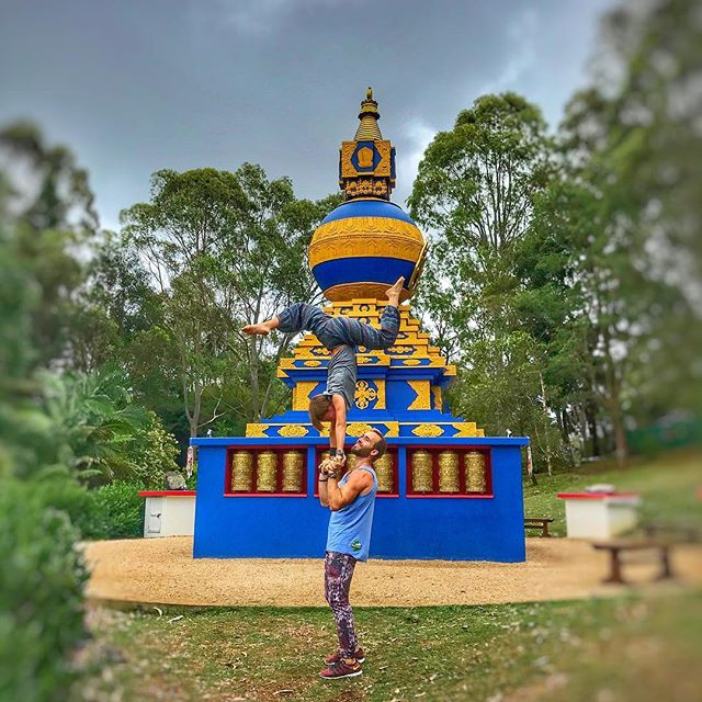 Had such an incredible time in Byron Bay 🇦🇺 It's one of my favorite places on earth. If you make it down there, be sure to check out the crystal castle, it's magic. Hope everyone is having a magical weekend and keeping it postive in movement. @pimovementninja. Next stop Sydney! See you soon Sydney and all my Bondi beach ninjas! #byronbay #crystalcastle #lifeisgood #sunwarriortribe #pimovementninja #ninjawarrior #roadtrip #lovelife