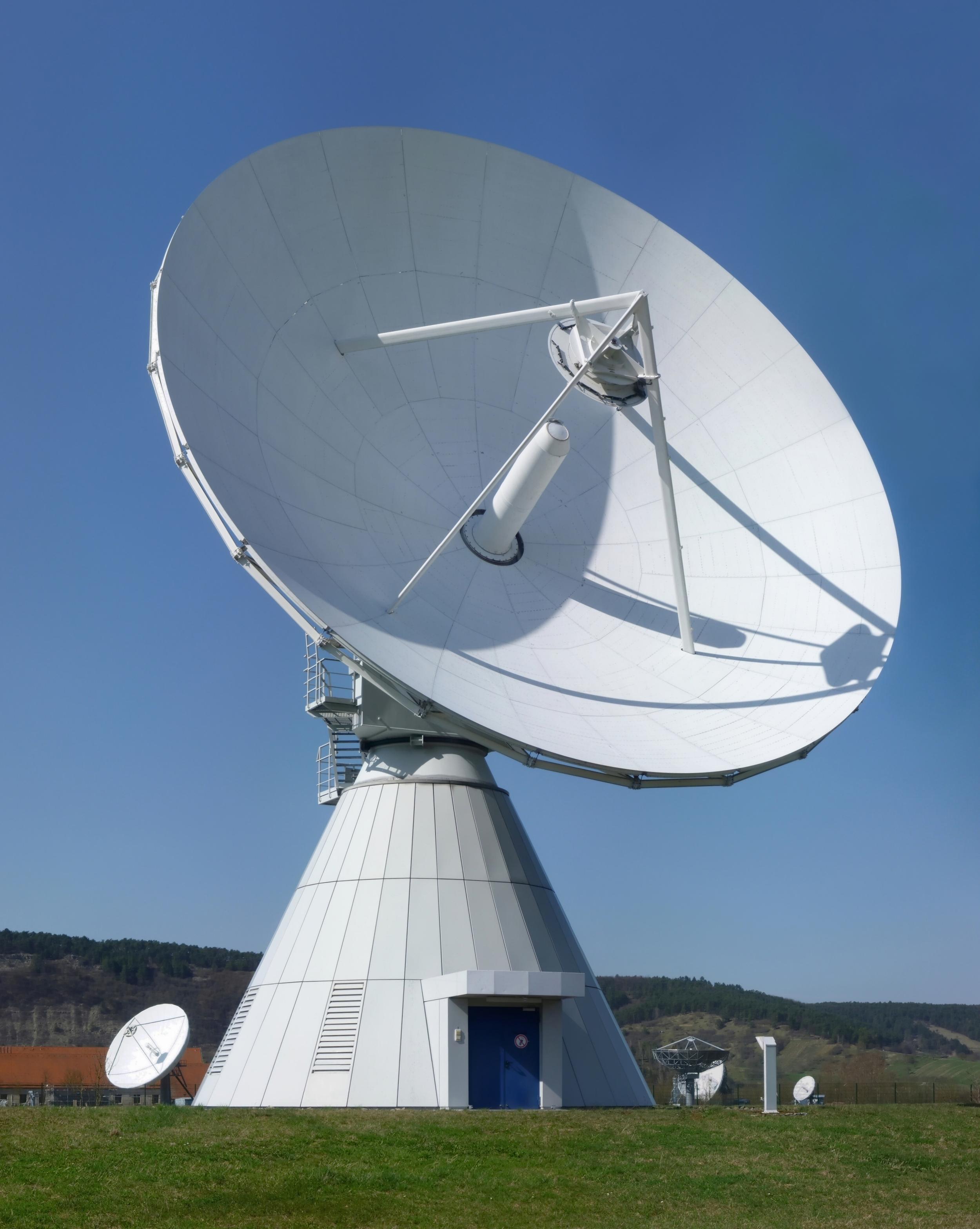Erdfunkstelle_Fuchsstadt,_18-Meter-Antenne.jpg
