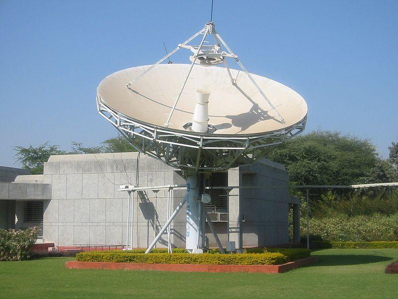 800px-Satellite_antenna_Gandhinagar2.jpg
