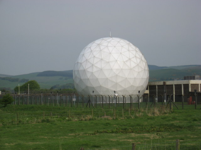 Radome,_Balado_Bridge_airfield_-_geograph.org.uk_-_819522.jpg