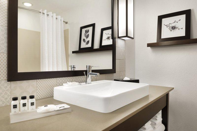 CIS_HGMI_-_Guest_Bathroom_-_1188129_P.jpg