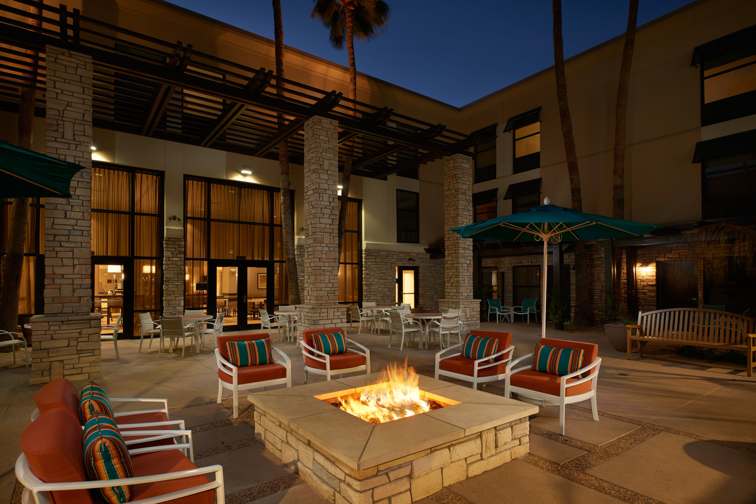 Hampton-Inn-and-Suites-Scottsdale-Shea-Courtyard.jpg