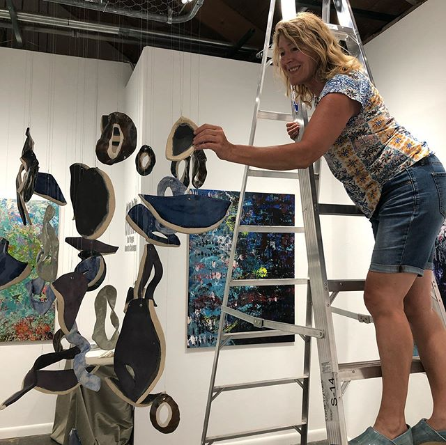 Annette Coleman hanging her beautiful work for her show with Kay Payge in the Kat Payge Gallery at 900 Sante Fe Drive in Denver, opening on First Friday! In the Same building as Dart Gallery and Spark. . . . . #Interiordesigner #artforthehome  #Colorado design #interiors #denvergallery #rhinoart #denverartist #denverlife #artcollector  #denverdesign #creativelife #modernart #contemporaryartgallery #nycdecor  #artcurator #coloradoartgallery #denverinteriordesigner #artgallery #coloradogallery #coloradocurator #modernhomedecor #contemporarypainting #santefeartdistrict #artdistrictdenver #artconsultant #womenartists #backalleystudios #dartgallerydenver