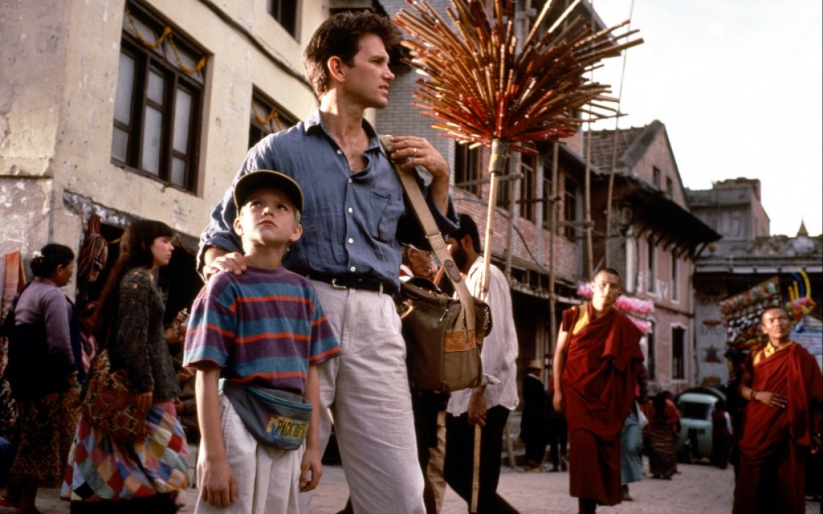 Dean Conrad (Chris Isaak) protects his son