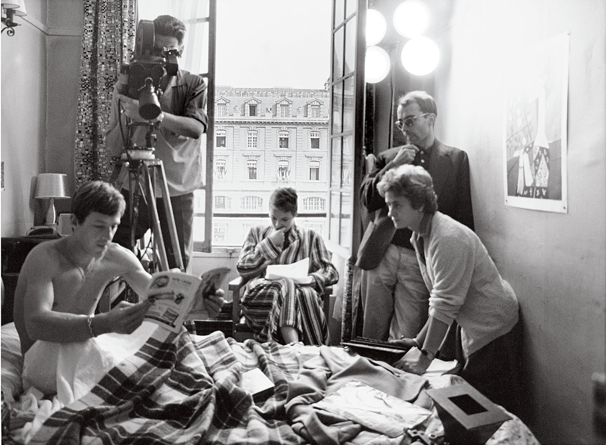 Raoul Coutard (on camera) and Jean-Luc Godard (on right) rehearse the scene with Jean-Paul Belmondo and Jean Seberg.