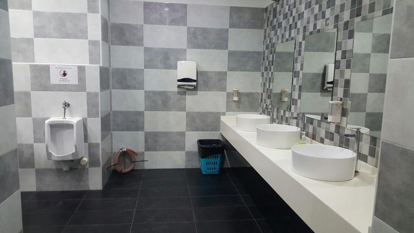 commerical-jnj-toilet-3