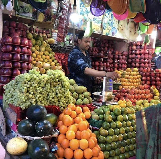 Doesn't this fruit look delicious? This colourful, mouthwatering stall can be found in Mysore Market, not far from where our volunteers work and live. This market, which is one of the oldest markets in the city, can be a fun Sunday afternoon activity, for volunteers staying in Mysore over the weekend.⠀ 📷: #SLVGlobal volunteer @char_fenton who is currently on the Mental Health Placement in India 🇮🇳⠀ #psychologyworkexperience #mentalhealthplacements #india #mysore #market #fruitandveg #vitaminc
