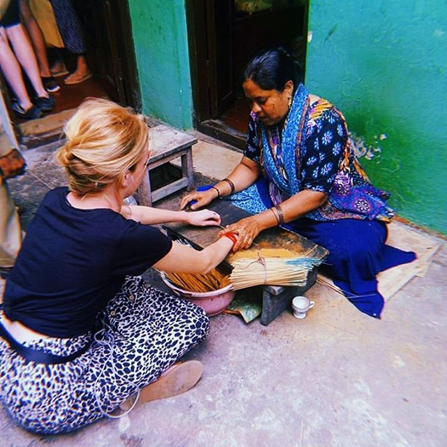 Our mental health placement in #SLVIndia is in full swing, and volunteers are fully immersed in the local culture and customs. It's not uncommon to bump into one of these lovely ladies in the community who sell blessings to passers by. When the blessing falls off, the wish you make upon tying it to your wrist should come true. Time to stock up! 📷: #SLVGlobal volunteer @charlottejenkkins who is currently on the Mental Health Placement in India 🇮🇳 #SLVGlobal #india #mentalhealthplacements #psychologyworkexperience #mysore