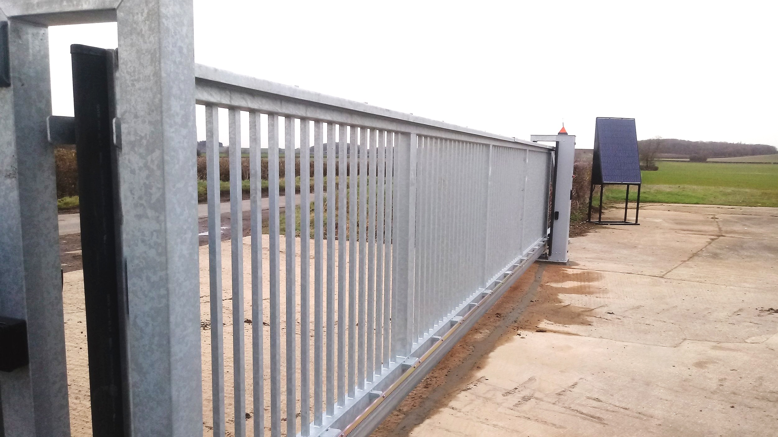 Solar powered 8 metre cantilever gate near Thrapston, Northants.