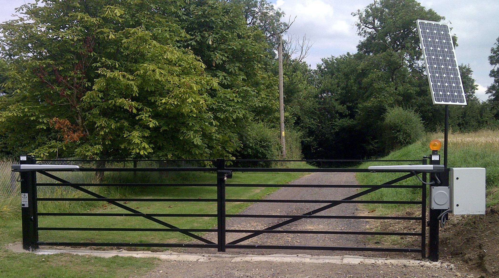 Our first installation, a 100W 24V system set on a farm drive near Huntingdon. Relatively low usage, this gate opens and closes on a timer and has radio remote operation and a keypad for access outside of hours. Never knowingly run out of power.