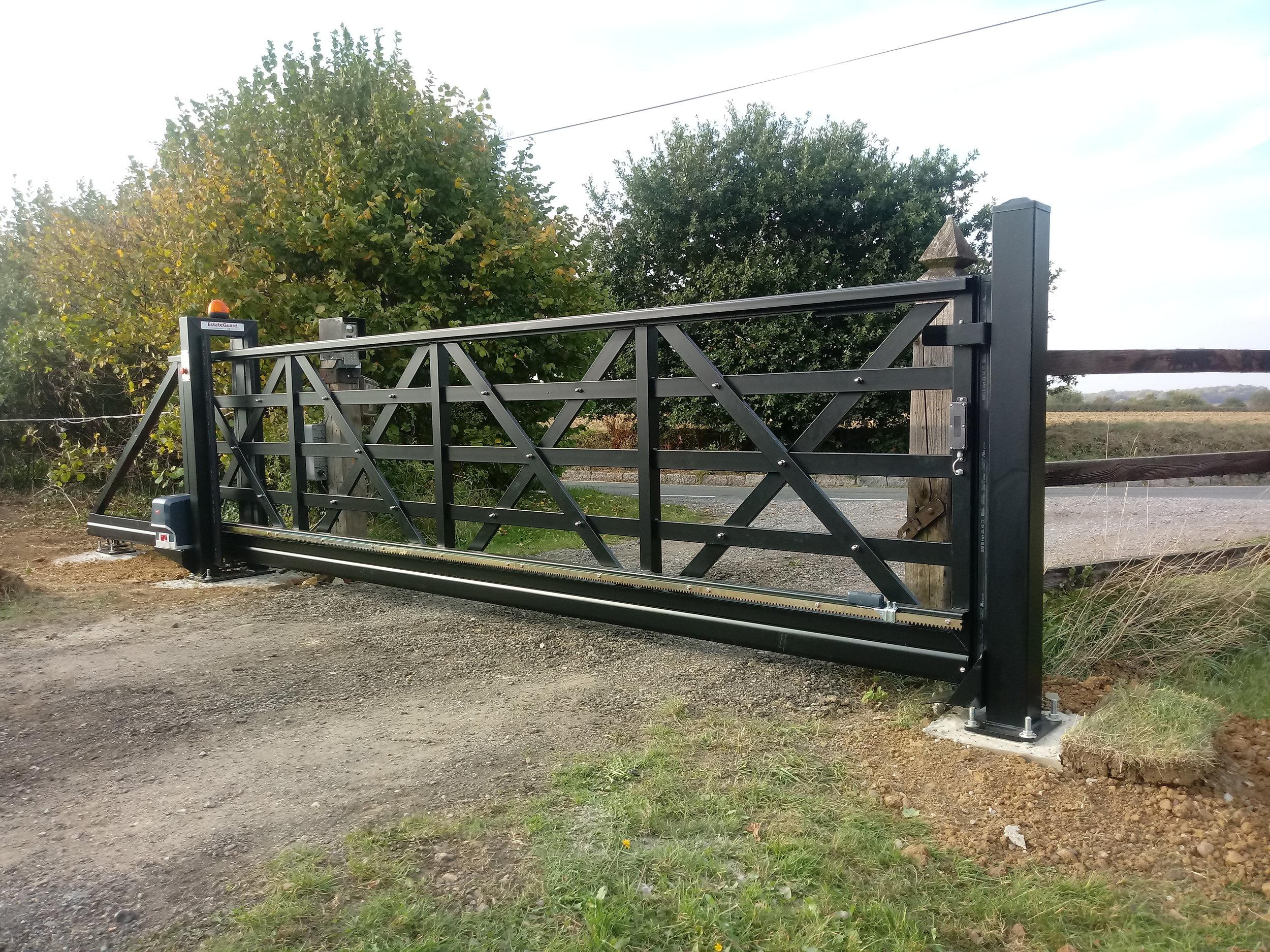 4.5 metre 1.3m high sliding gate.jpg