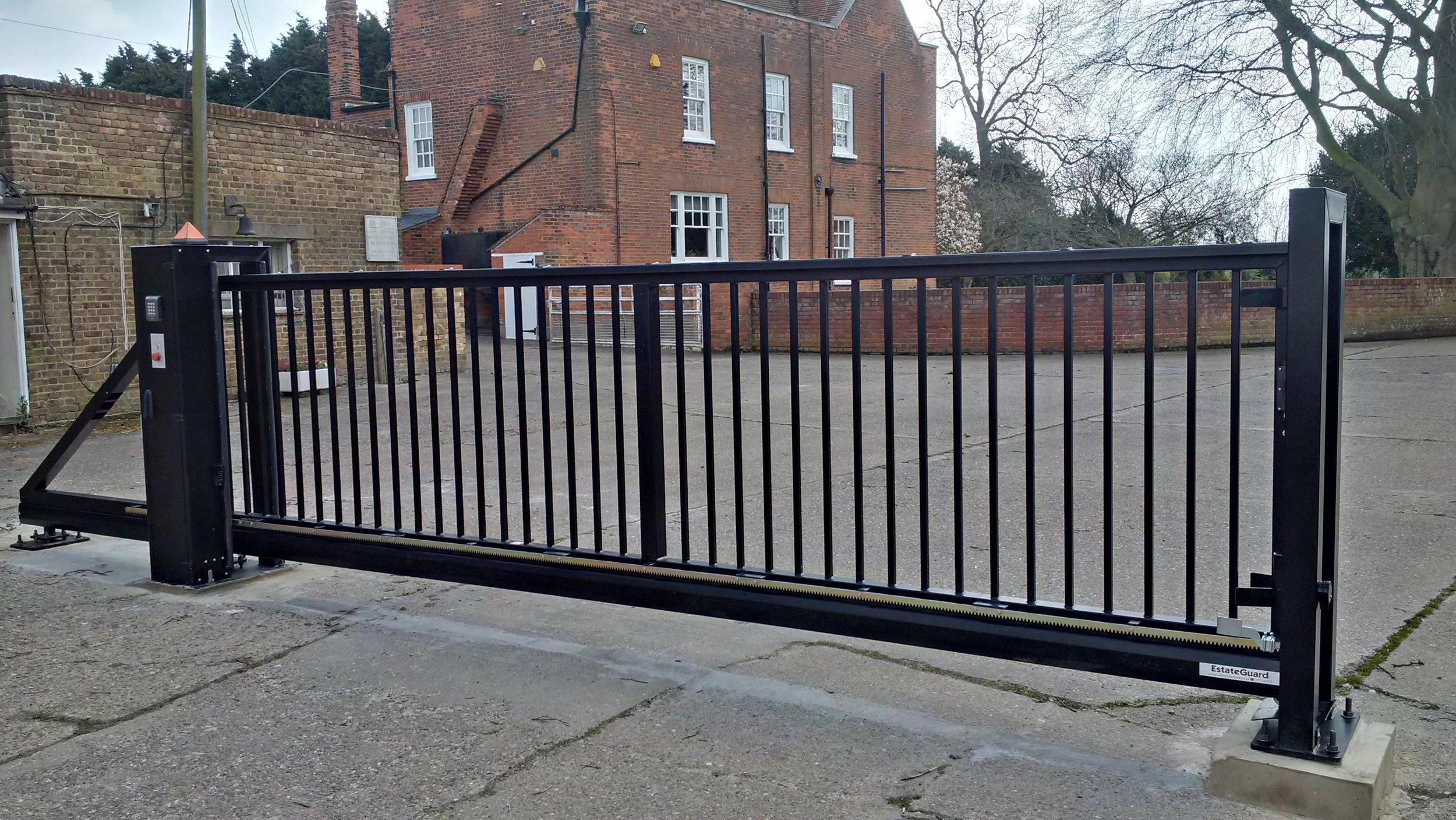 6 metre 1.55m sliding gate.jpg