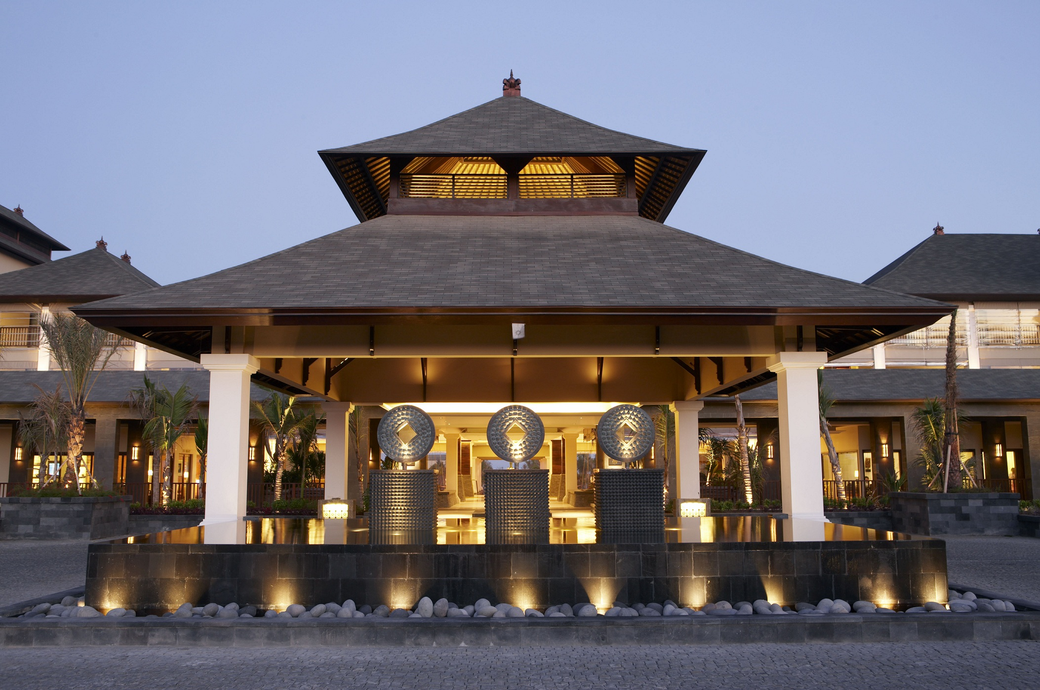 st regis resort - bali - 2009    The luxury 5 Star St Regis Resort in Bali comprises 124 Suite and villa rooms, extensive central facilities, spa and conference facilities. The villas were designed to create the feeling of occupying a private residence.