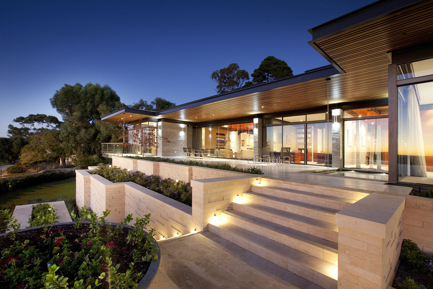 peppermint grove residence - western australia - 2010    This Western Australian residence is situated on a corner site with unobstructed 180 degree views of the Swan River and Perth City beyond. The home's design and materials   were   conceived   to   best   express   the   horizontal and showcase the nature of the panoramic landscape and extraordinary views.  The architectural composition of the home takes advantage of site conditions, prevailing winds, sun penetration,     and     light.     The     roof     form     was     envisaged as     slender     horizontal     wings,     which     float over     the     glass, masonry and steel structure below.