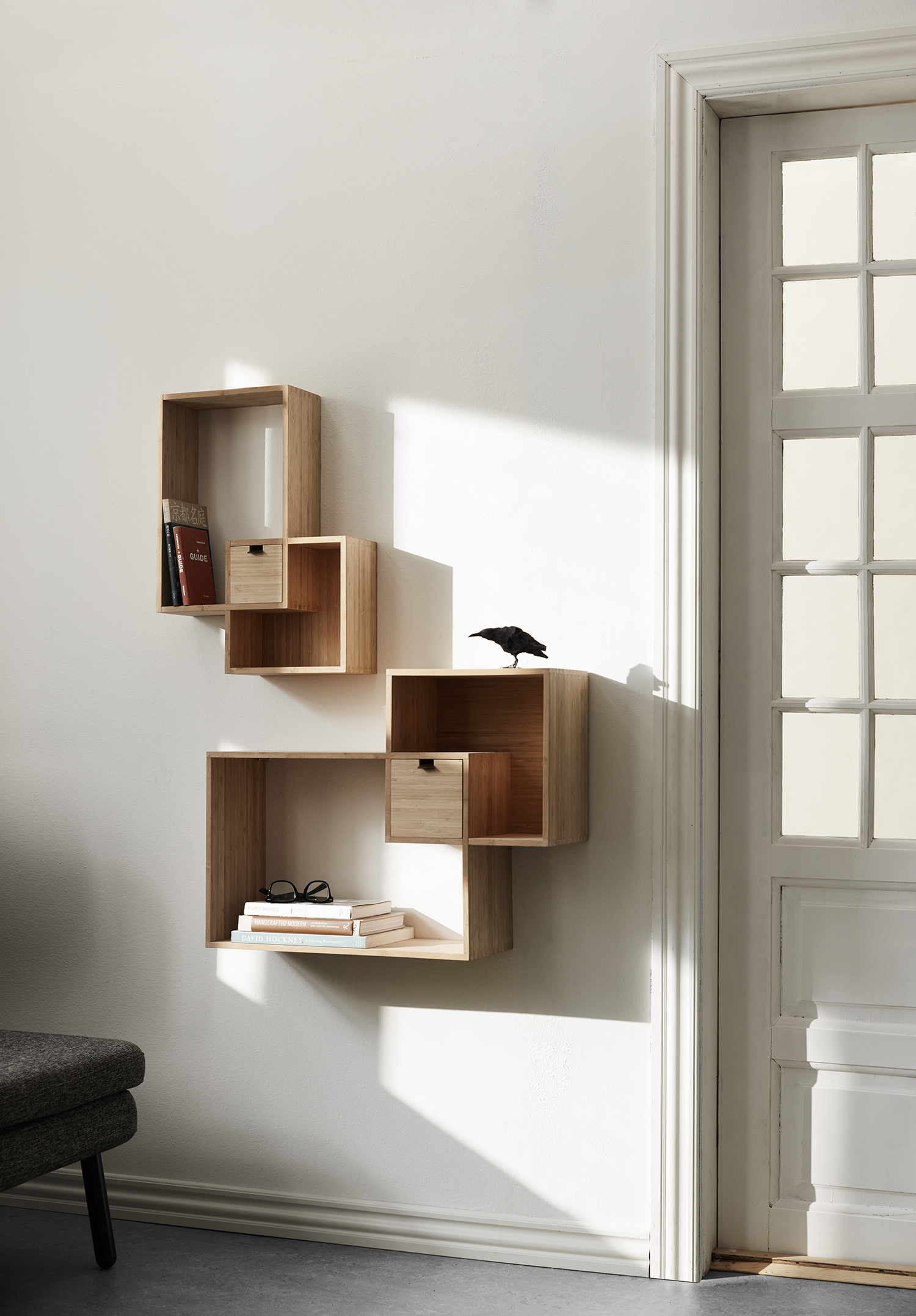 Mondrian_shelves_01.jpg