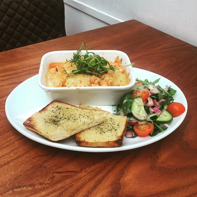 *TODAYS SPECIAL*  Tomato, Basil & Cheese pasta bake served with Garlic bread and side salad! Eat in or takeaway! • • •  #rise #wilmslow #lunchspecial #shoplocal #pastabake #waterlane #coffeeshop #lunch #coffee #localbusiness #friday #tgif #dailyspecial