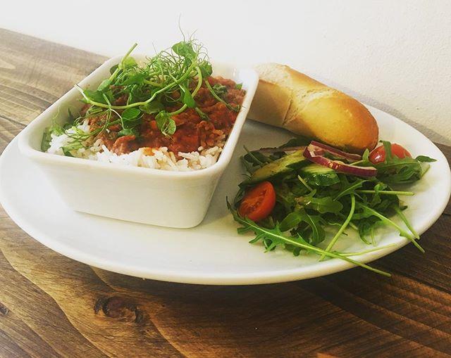 *Todays Special* Chilli Con Carne, served with rice, salad and a warm baguette - perfect on this cold day!! • • • #rise #wilmslow #todaysspecial #lunchmenu #waterlane #winterwarmer #shoplocal #homemade #foodie #photography