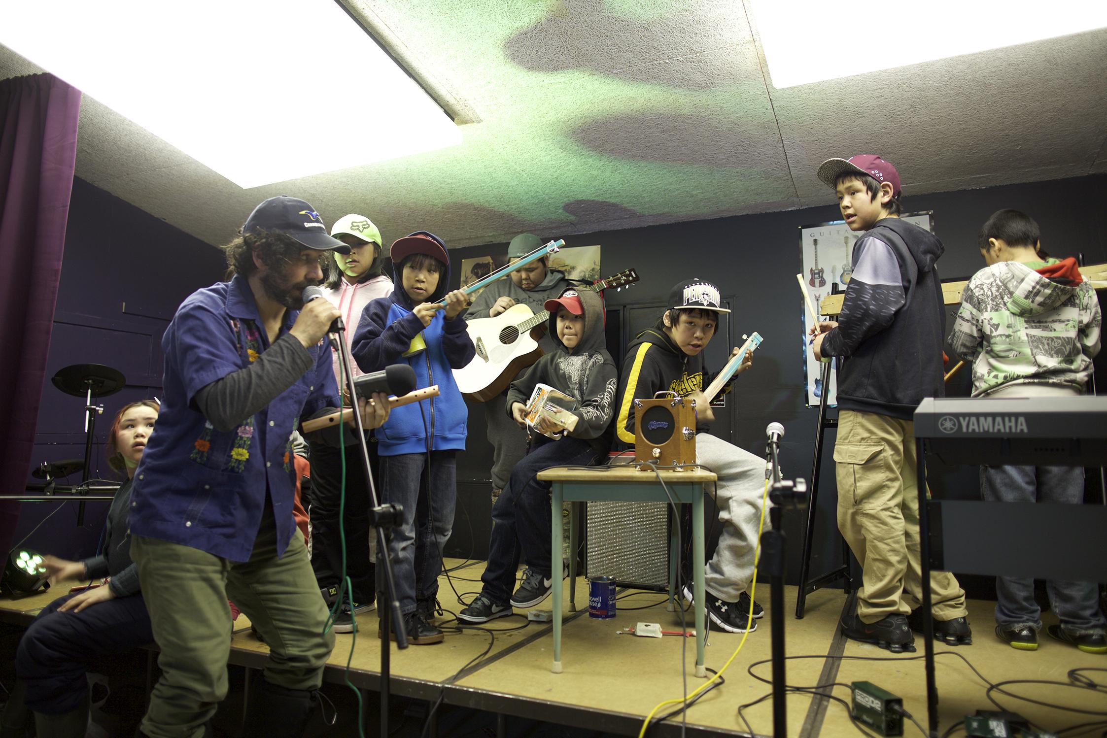 small_EOI2016_music_performjason.jpg