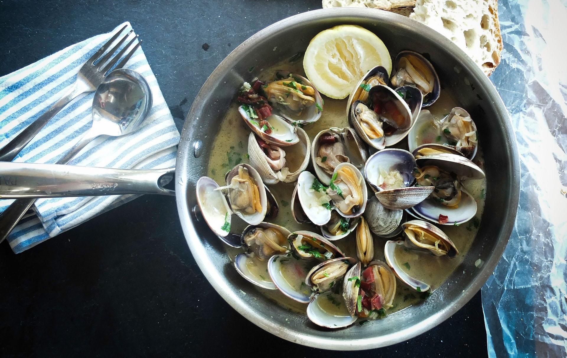 seafood-1081974_1920 cropped.jpg