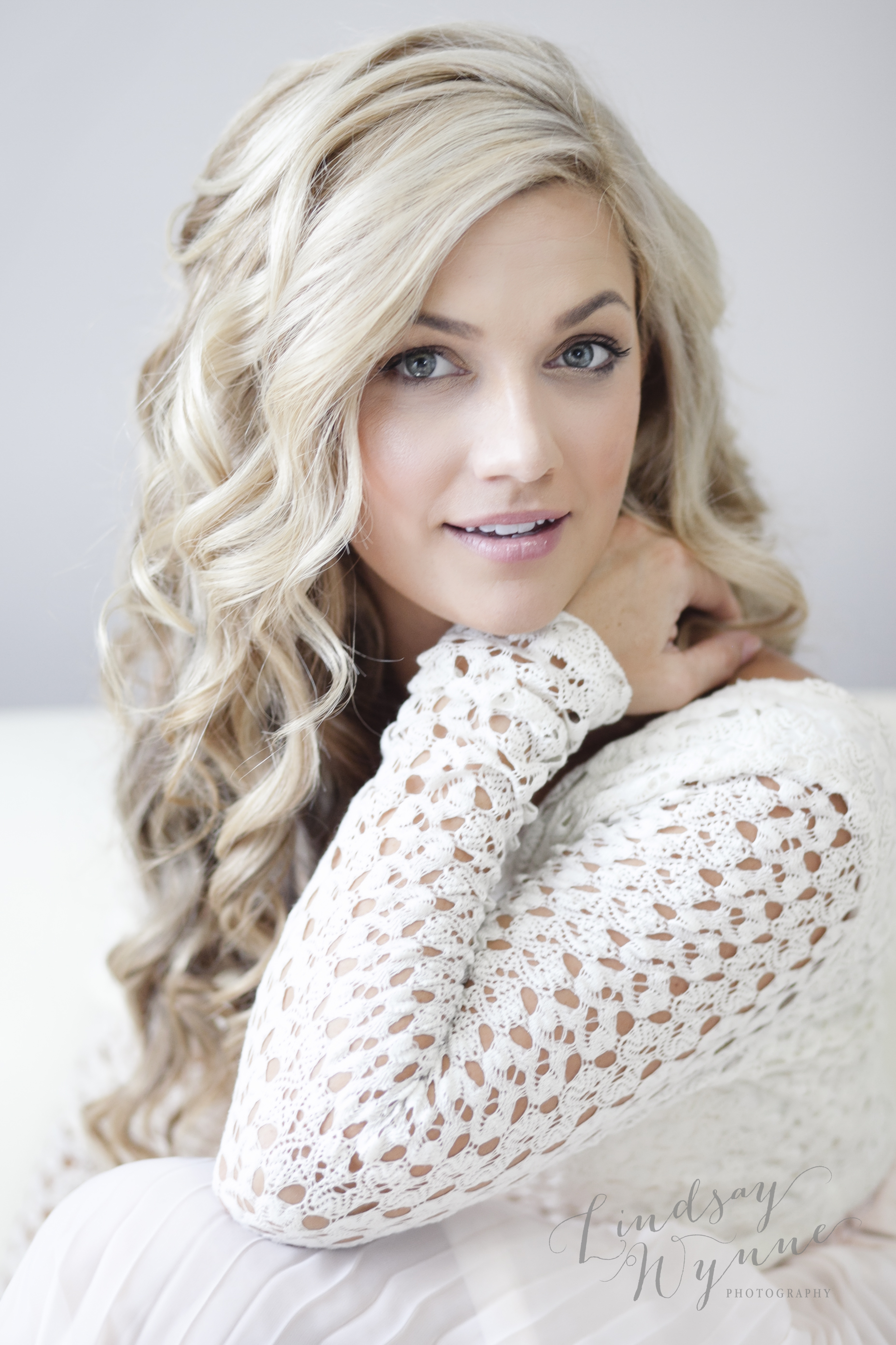 Lindsay Wynne Boudoir-Miss H_0016logo.jpg
