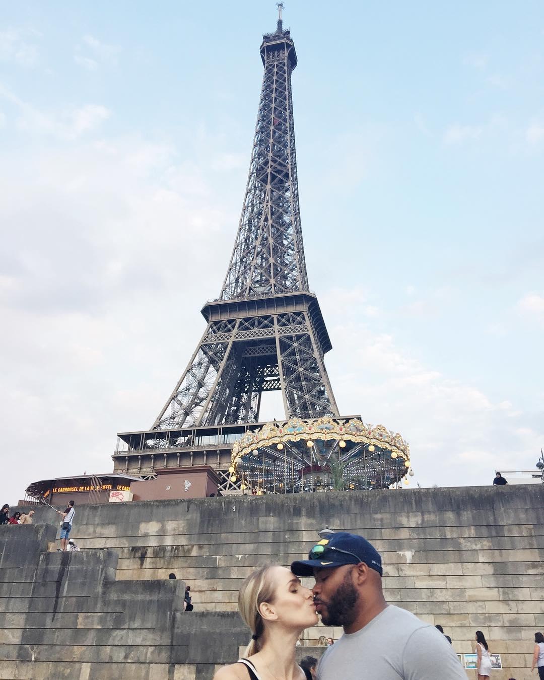 eiffel-tower-kiss