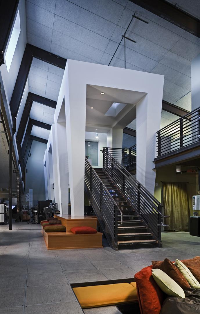 b_interior2_stairs.jpg