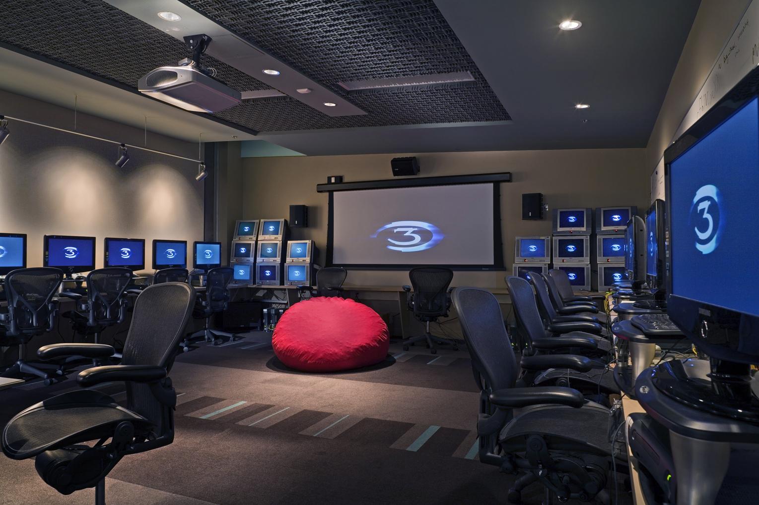 h_interior8_screens.jpg
