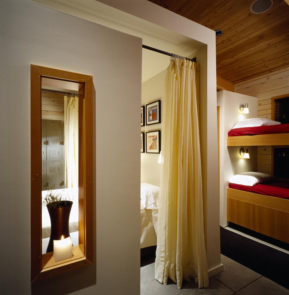 j. guest room 2.jpg