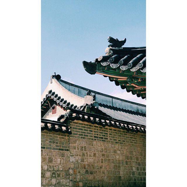 Rooftopping.  #korea #asia #seoul #travel #vscophile #vscocam #streetphotography #mobilephotography #mpnselects #fotomobile #fotoguerilla #dazedandexposed #streettogs #iphonography #shotoniphone7plus #iphone7plus #在路上 #手机照片