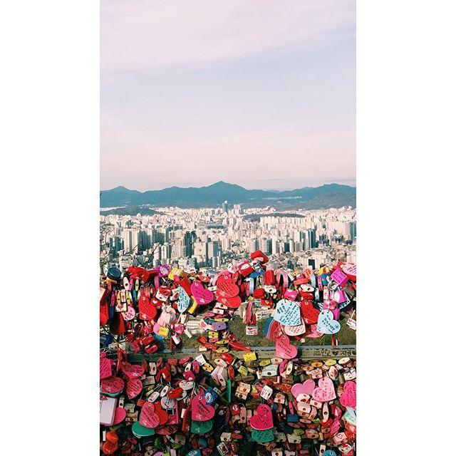 Love Lockdown.  #korea #asia #seoul #travel #vscophile #vscocam #streetphotography #mobilephotography #mpnselects #fotomobile #fotoguerilla #dazedandexposed #streettogs #iphonography #shotoniphone7plus #iphone7plus #在路上 #手机照片