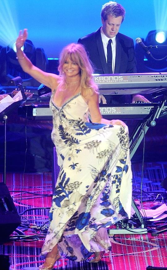 w/ Goldie Hawn @ Toys R Us Gala NYC 2014