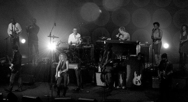 Sheryl Crow & The Thieves 2010 tour   w/ L-R back row Shelley Carroll, Ephraim Owens, Victor Indrizzo, Nayanna Holley, Stevvi Alexander; front Doyle Bramhall II, Sheryl Crow, Tommy Sims, Chris Bruce)