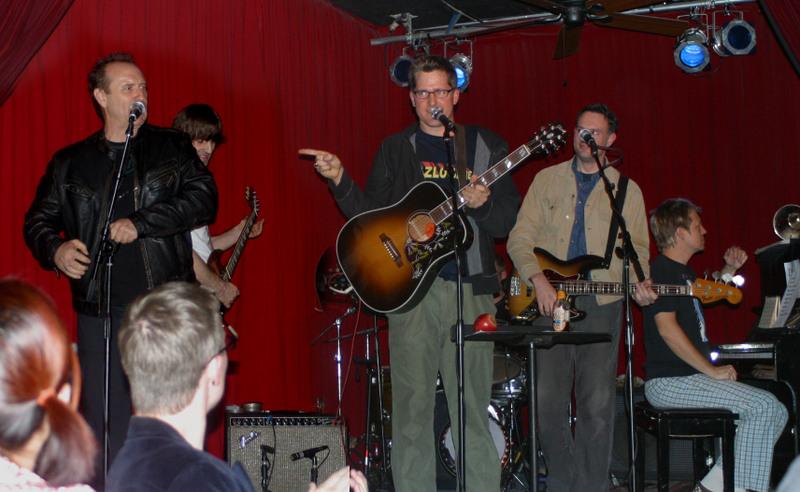 w/ Lazlo Bane featuring Colin Hay (far right) 2008(ish) @ Hotel Cafe, Hollywood CA