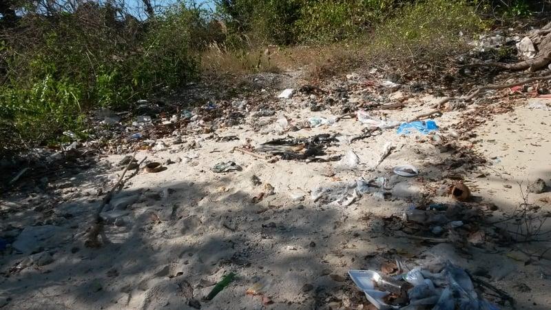 Viel Müll! Mir war schon auf Reisen in anderen weniger entwickelten Ländern aufgefallen, dass die leute scheinbar weniger abneigung gegen Müll haben und den Eindruck hatte ich wieder. Teilweise war es auch um die Wohnhäuser herum so zugemüllt
