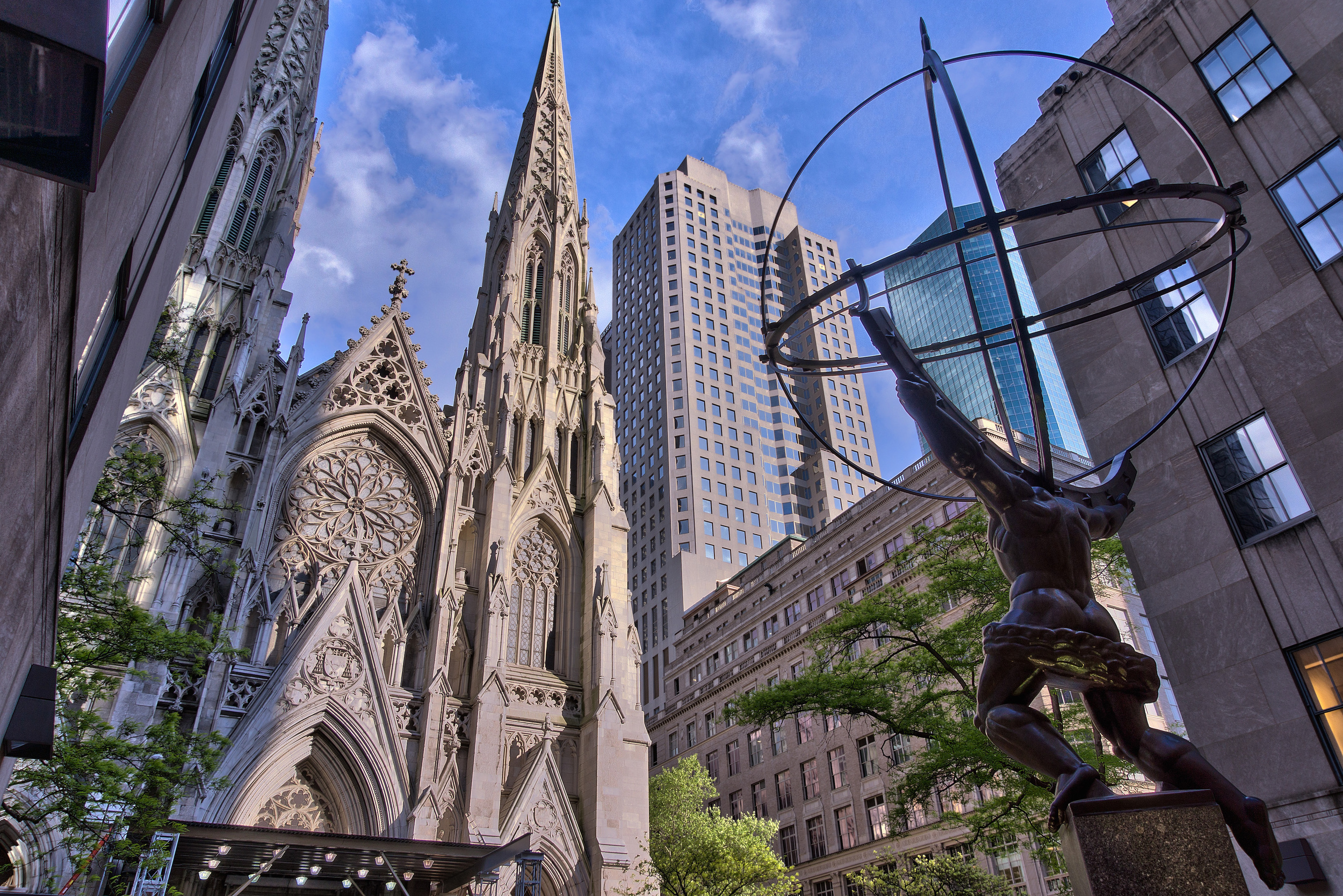 NYC_-_St_Patrick_Cathedral_-_Facade_and_Atlas.jpg
