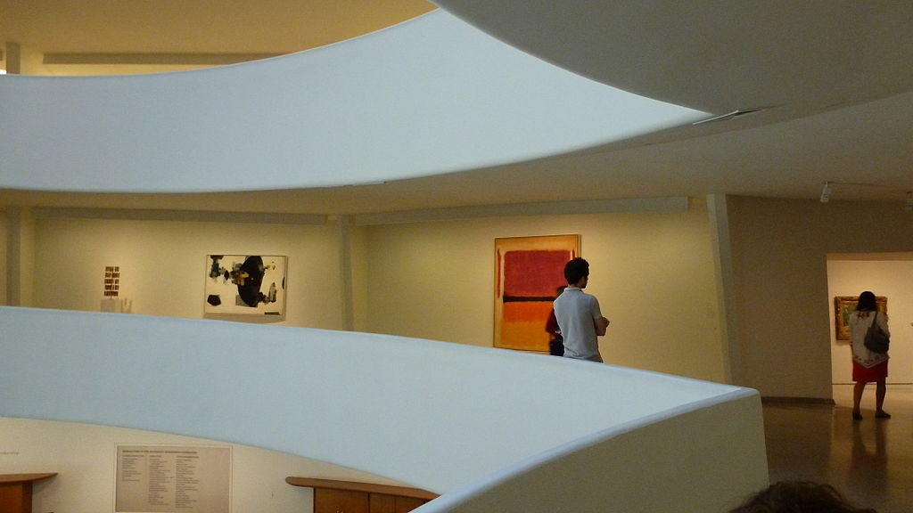 1024px-Solomon_R._Guggenheim_Museum_interno.JPG